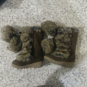 #286 Old Navy Faux Fur With Fur Tassels Shoes